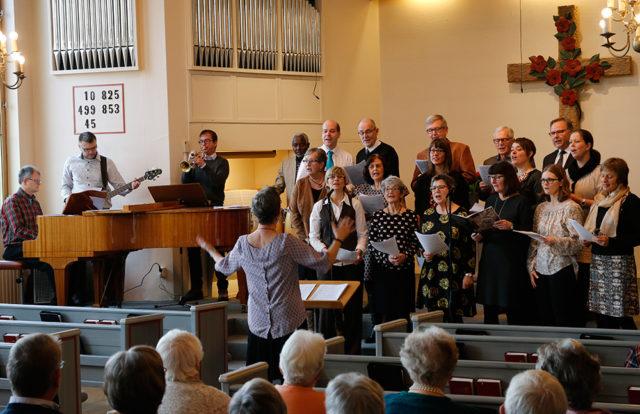 Kören sjunger o pastorn predikar!