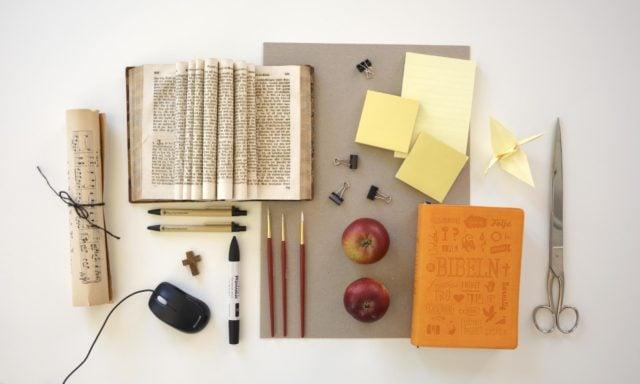 Böcker, pennor, anteckningsblock med mera