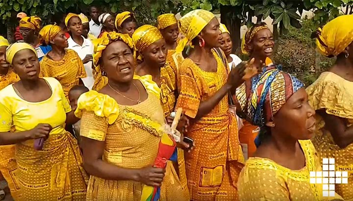 Kvinnor i Kongo som dansar