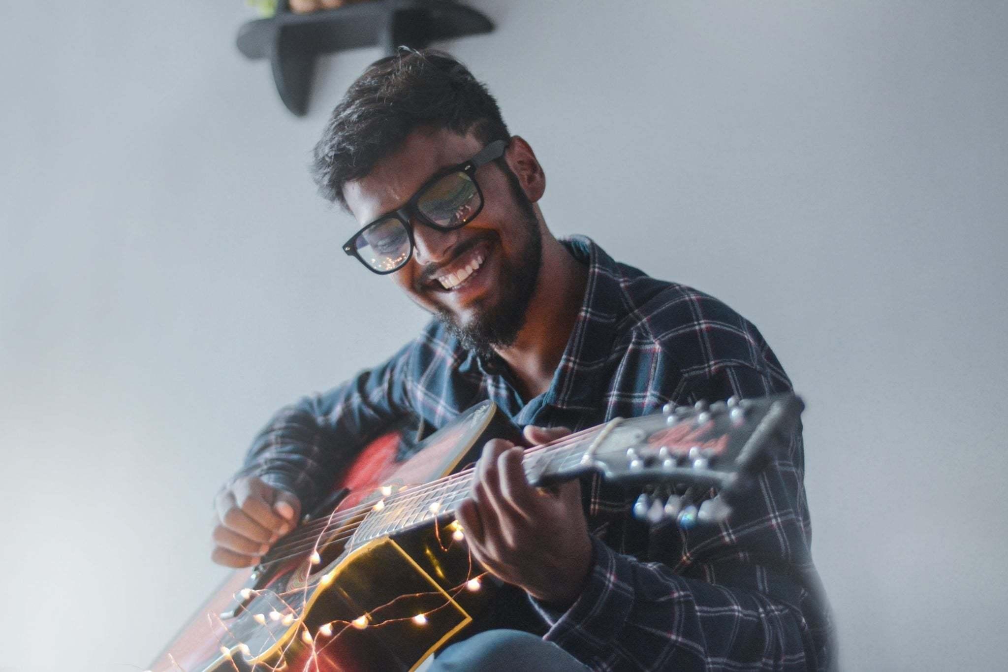 Musiker med gitarr