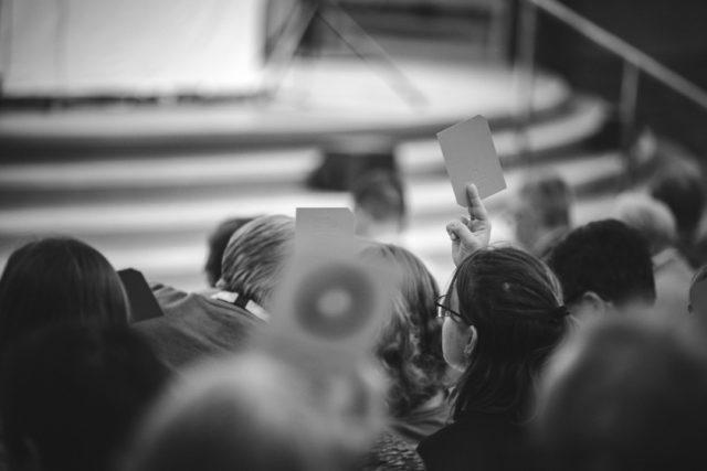 Kyrkokonferensen har antagit en ny Kyrkohandbok