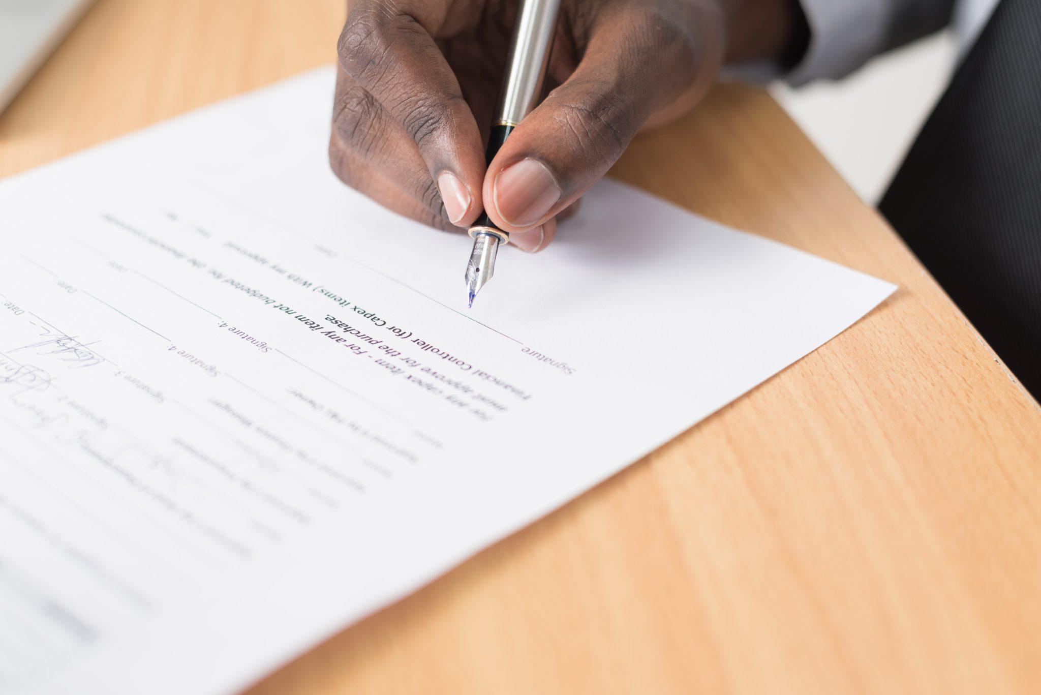 Avtal som skrivs på