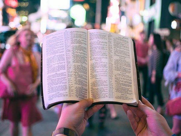 Bjud in en bibelstudieledare