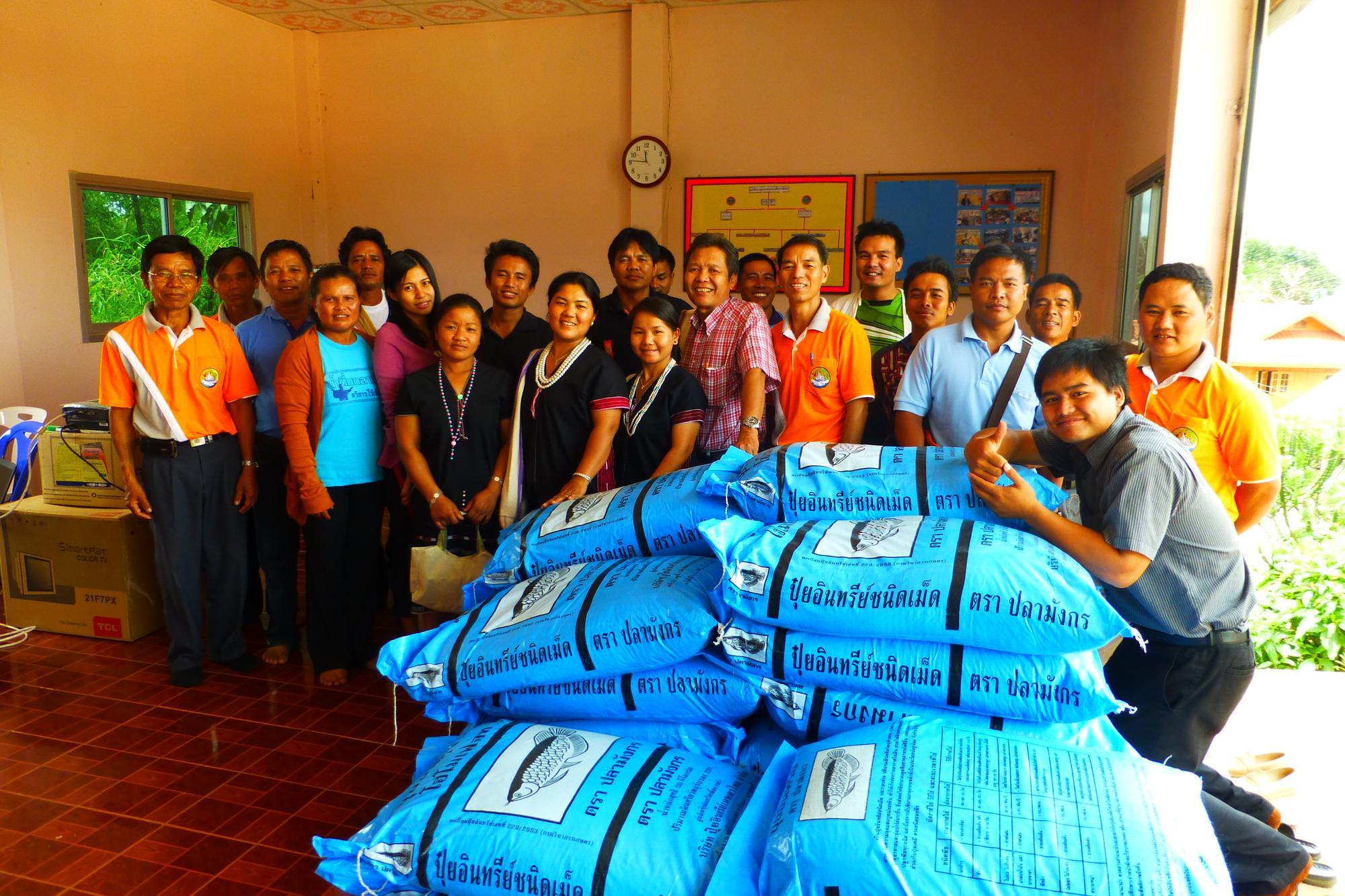 Personer vid lager med ris