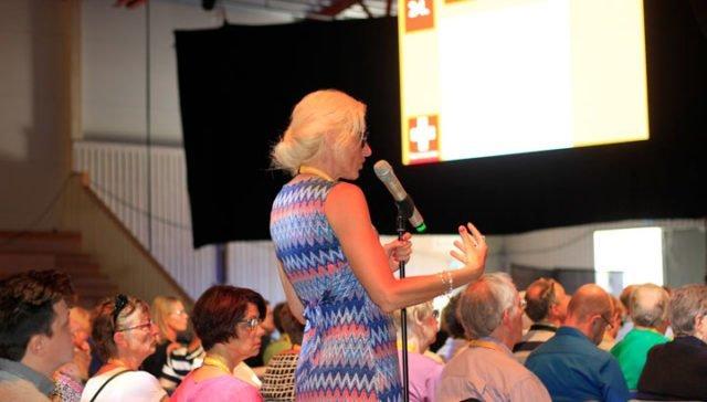 Britta Bolmenäs talar vid konferens