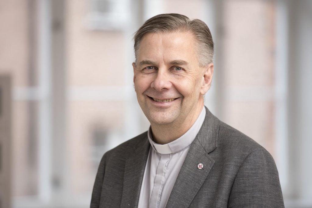 Olle Alkholm, biträdande kyrkoledare