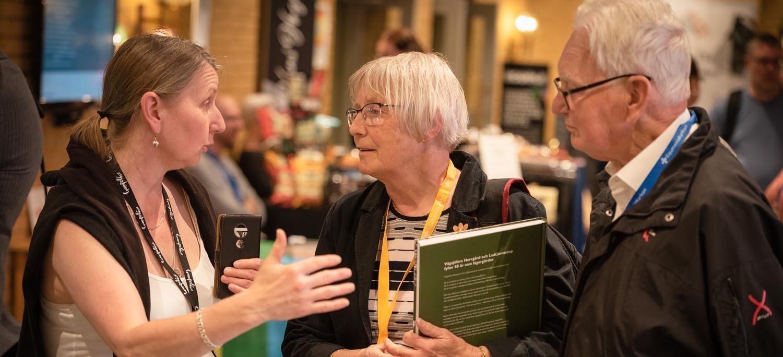 Ombud diskuterar vid Kyrkokonferensen