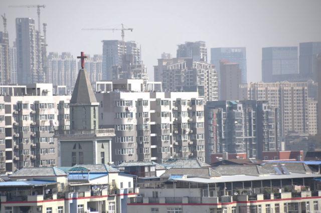 Kyrkorna i Wuhan fira gudstjänst över Internet
