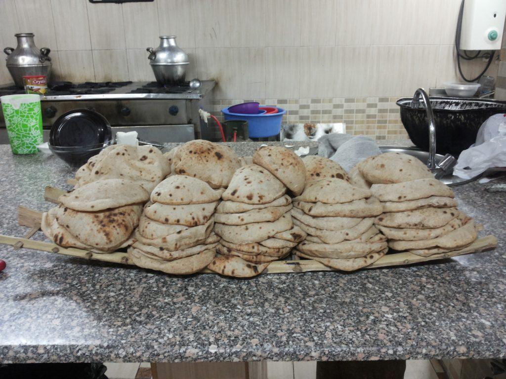 Bröd på ett fat i Egypten