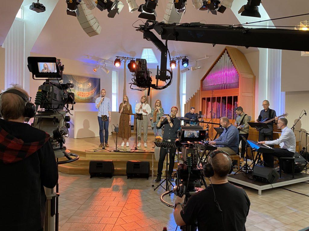 Bild från inspelningen av TV-gudstjänsterna i Equmeniakyrkan, Hovslätt