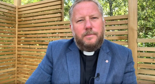 Relationen mellan kyrkan och de ordinerade medarbetarna - Lasse Svensson