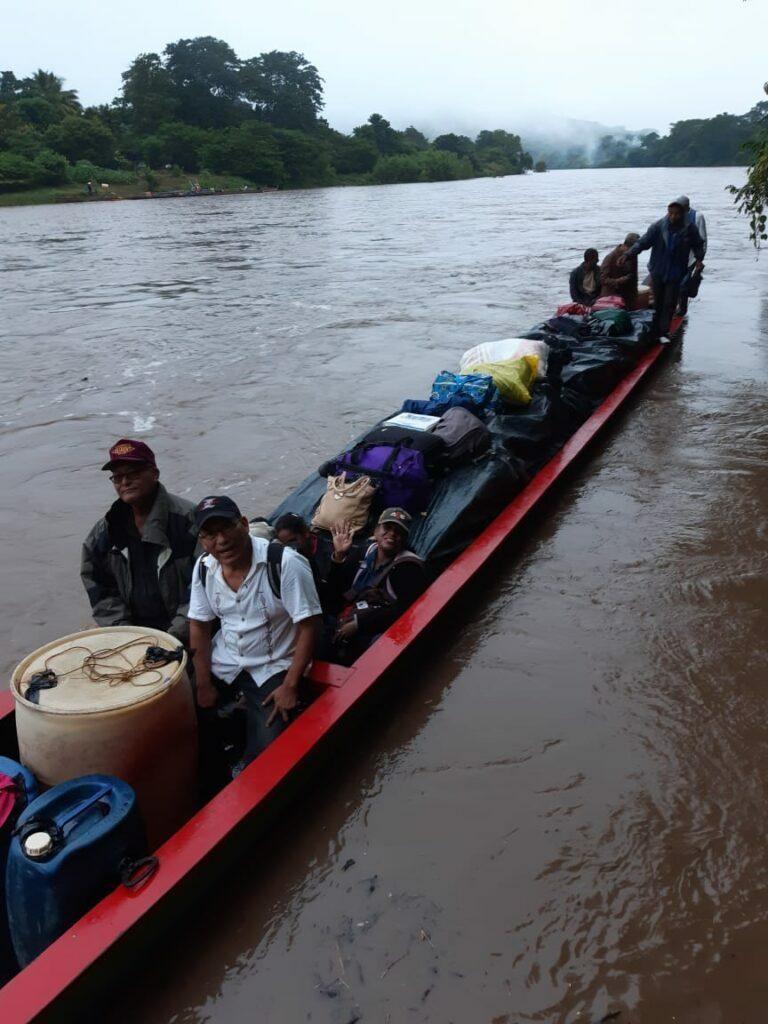 Nicaragua kyrkoledning åker båt Rio Cocon