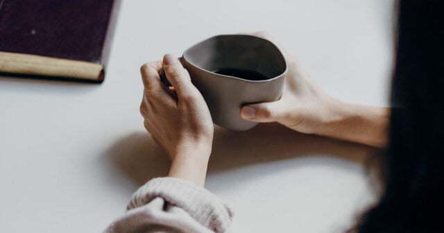 Dricka kaffe