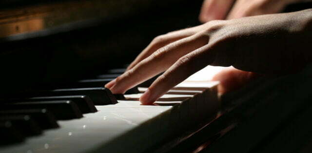 Piano händer